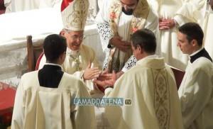 Il Vescovo, Mons. Sebastiano Sanguinetti, consacra Don Antonello Tumminello