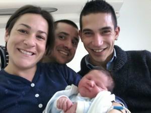 Nicolo-ultimo-nato-di-Olbia-con-da-sinistra-mamma-Claudia-zio-Mario-e-papa-Dario