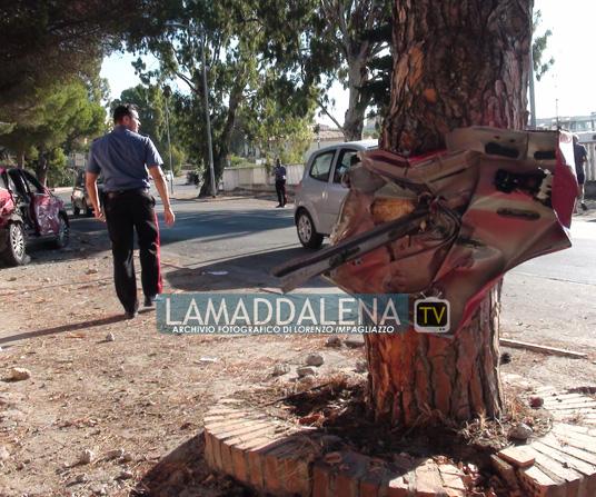 Spaventoso incidente automobilistico in Viale Ammiraglio Mirabello