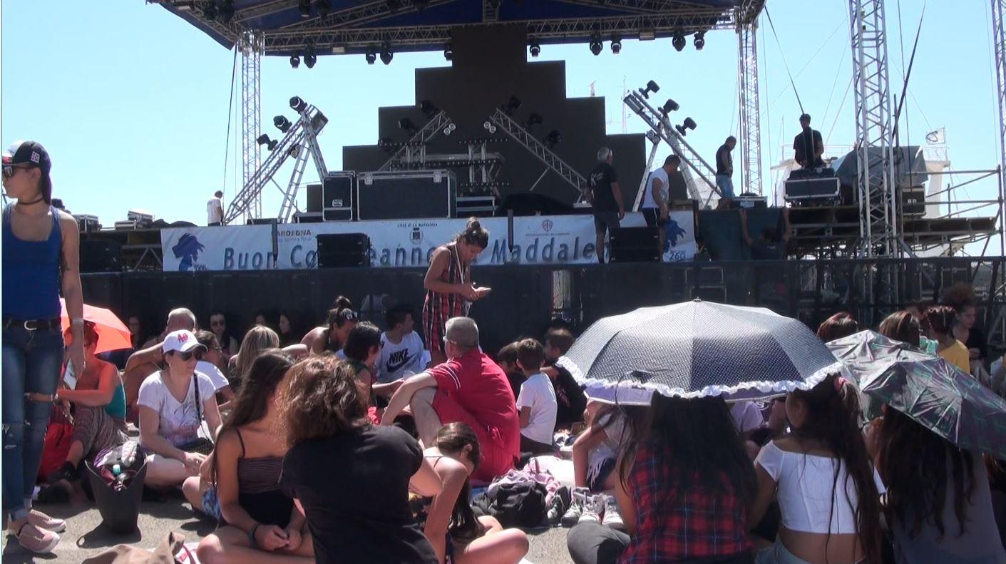 Conto alla rovescia per il concerto di Fedez e J-Ax a La Maddalena