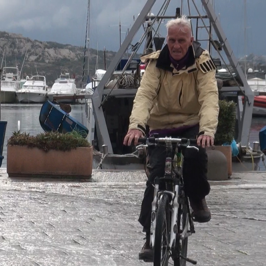 L'impresa di Janus: girare il mondo in bicicletta a 81 anni