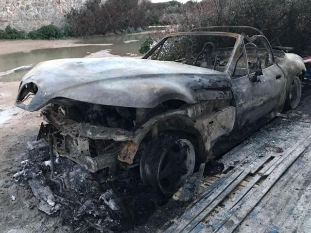 A fuoco una autovettura a La Maddalena