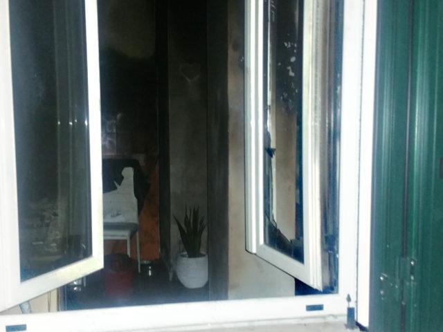 Incendio in una abitazione a La Maddalena: Salvata dai vicini di casa, nel cuore della notte