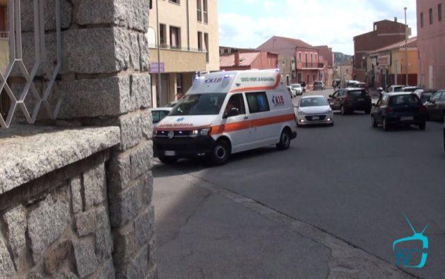 Primo giorno di sit-in davanti all'ospedale di La Maddalena